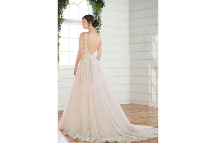 Pre-loved-Essense-of-Australia-designer-wedding-dress-at-Chilham-Bridal-boutique-in-Kent