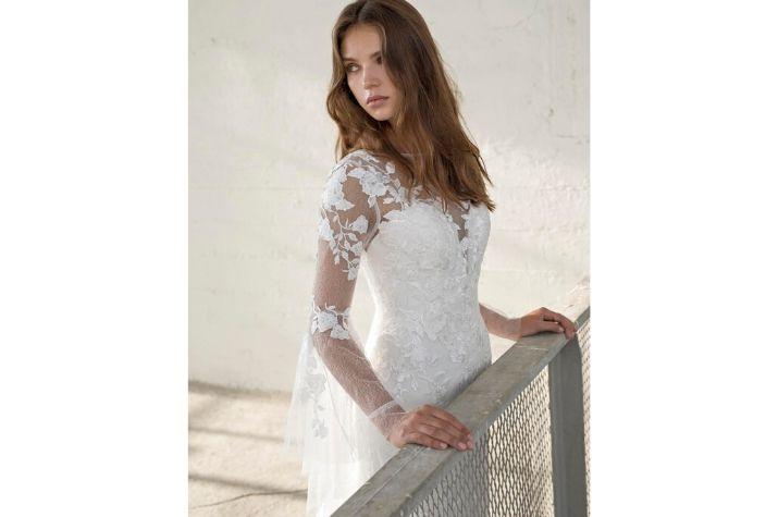 Long-sleeved-pre-loved-Modeca-Bridal-wedding-dress-at-Chilham-Bridal